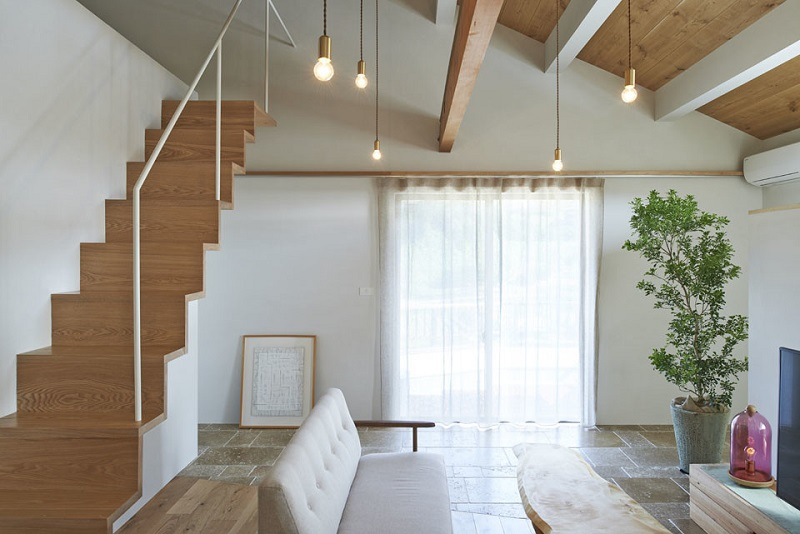 Light and natural materials to this beautiful Japanese house