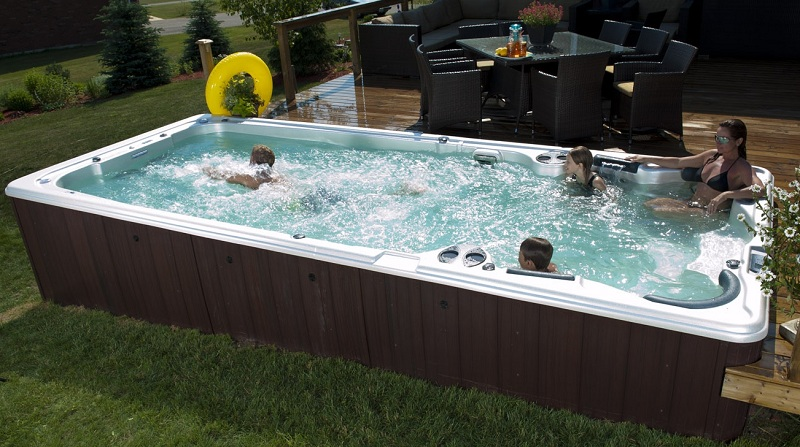 10 Reasons to Have Outdoor Jacuzzi Pools