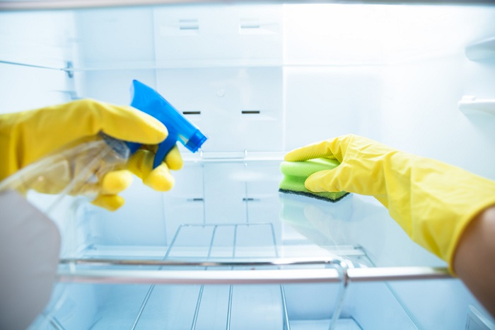How to clean the fridge