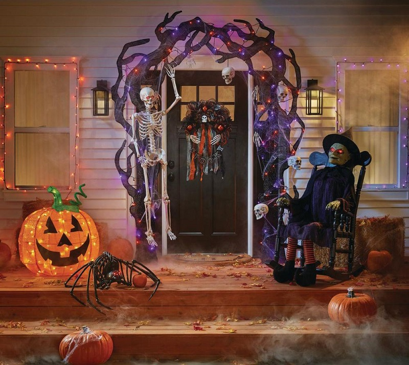 Halloween painting at home: pumpkins, garlands, and lots of imagination to celebrate safely with the children